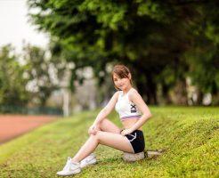 スポーツウェアの女性